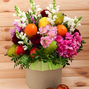 Цветы и фрукты в коробке #1